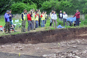 Professor Mark Horton explains the dig to students